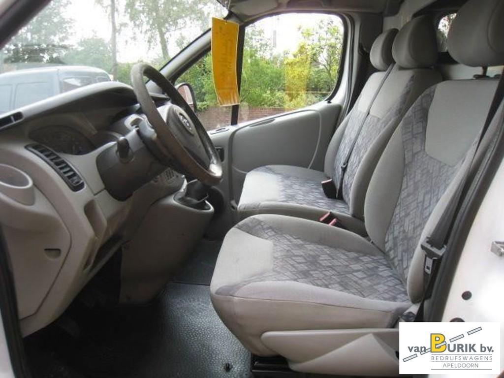 Opel Vivaro 1.9DTI L1H2 airco 11