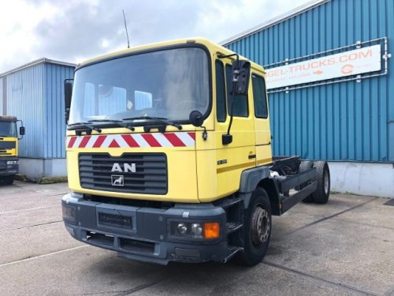 MAN 18.284MK 4x2 FULL STEEL CHASSIS (MANUAL GEARBOX / REDUCTION AXLE / FULL STEEL SUSPENSION)